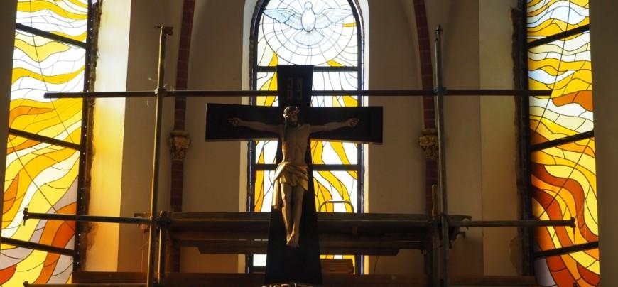 nowy witraż Ducha Świętego w prezbiterium naszego kościoła...zobaczcie...
